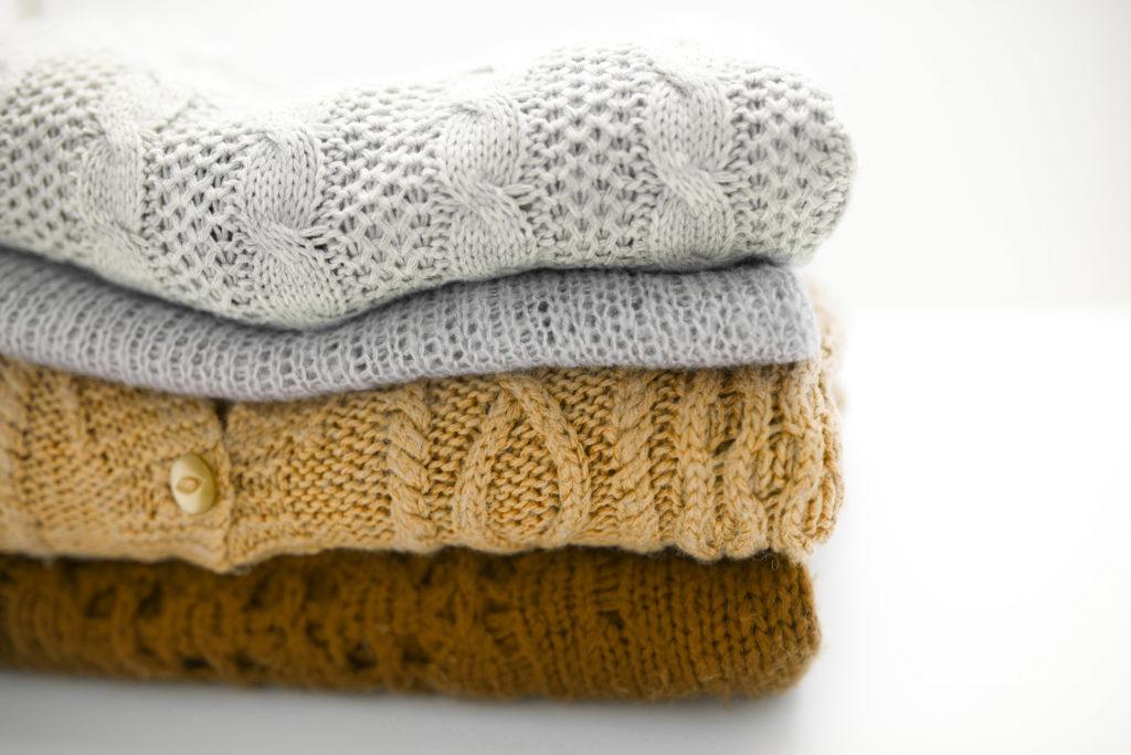 Sweter robiony na drutach